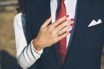 What are Options of a Proper Nail Design for the Wedding Guests